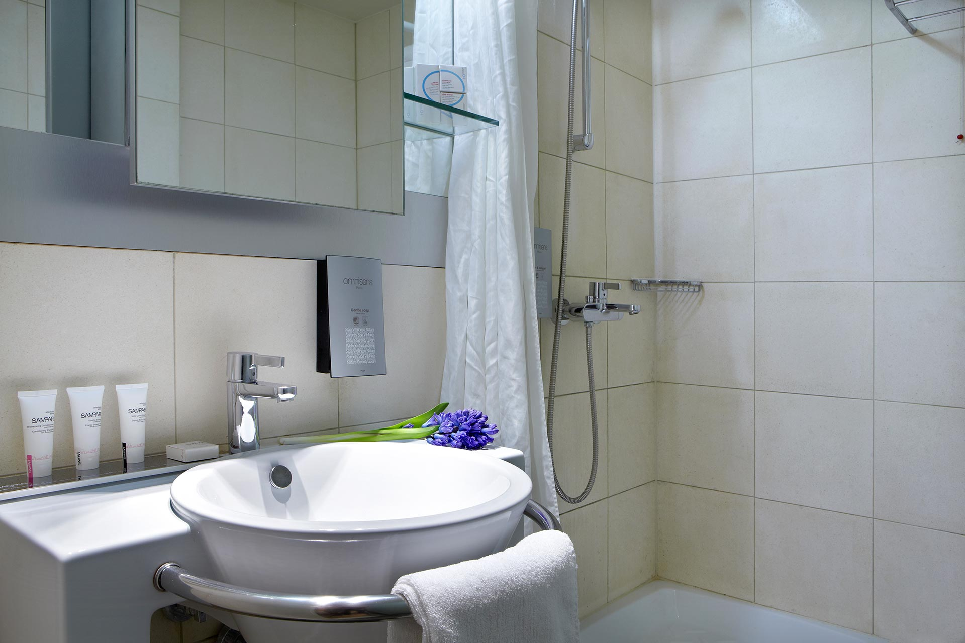 Business_Rooms_Thessaloniki_Center_travel_best_location_3606_Family-WC
