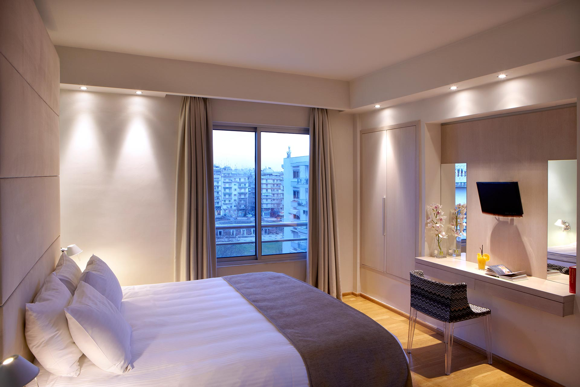 Spacious_Executive_Superior_Rooms_View_Thessaloniki_Center_01