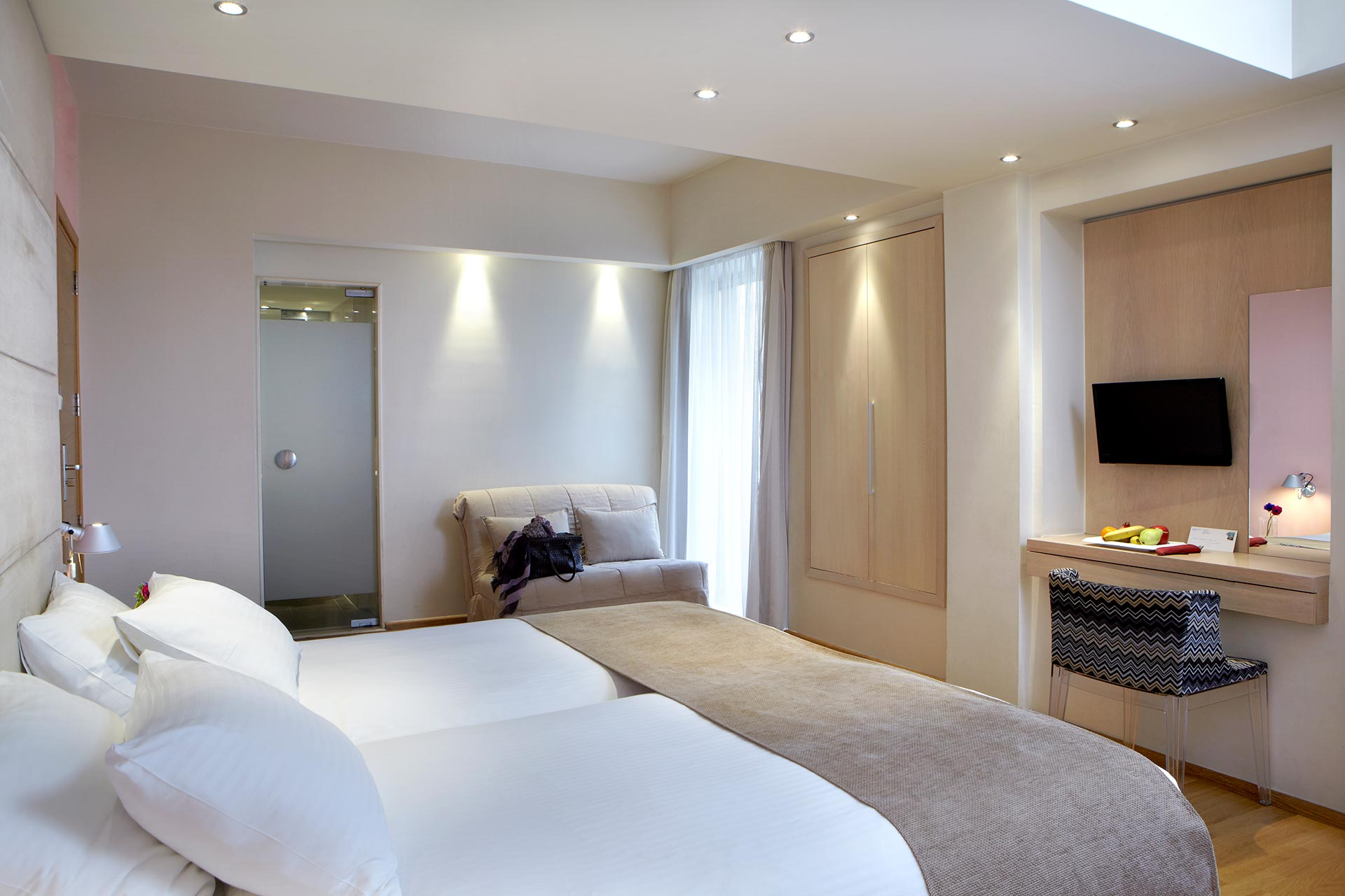 Spacious_Family_Rooms_View__Hotel_Olympia_Thessaloniki_Center_3699_Family